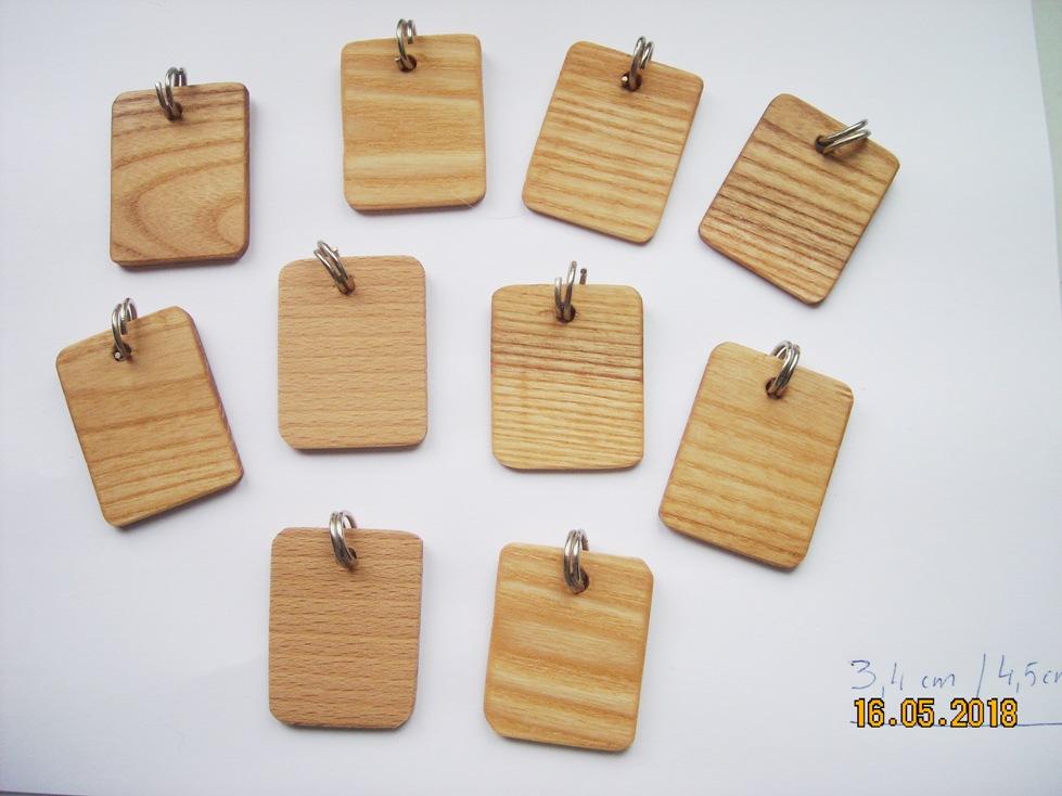 Drewniane identyfikatory dla zwierzaków w naszym sklepie